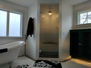 Pattern Glass Shower Door w/Towel Bar