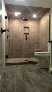 Alcove Shower w/Swing Door