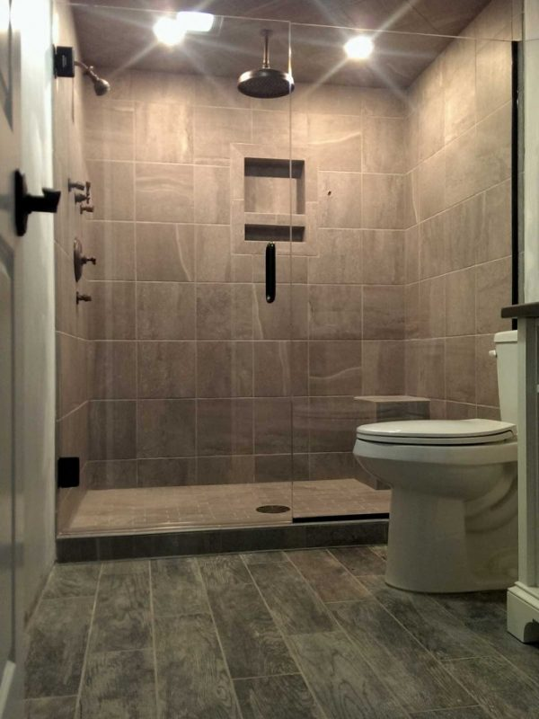 Alcove Shower w/Swing Door