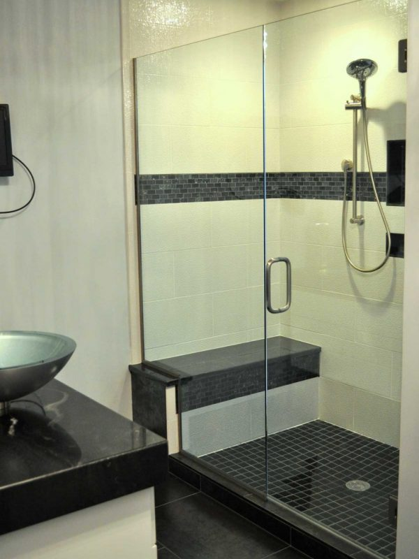 In-Line Shower w/Bench