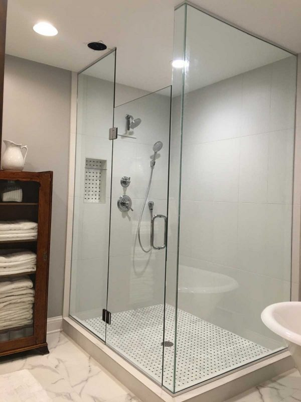 Corner Shower w/Glass to Ceiling